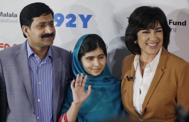 Malala Yusafzai, au côté de son père, le 10 octobre, après avoir reçu le Prix Sakharov.