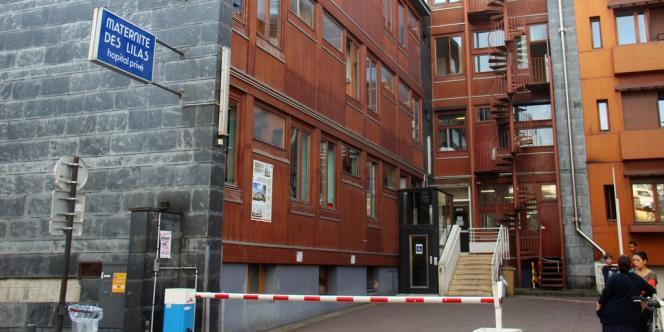 La maternité des Lilas lutte contre un projet de relocalisation à l'hôpital de Montreuil, soupçonnant les autorités sanitaires de vouloir fermer l'établissement.