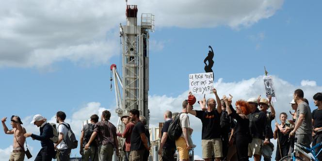 Manifestation en août 2013 à Jouarre, près de Paris, pour protester contre un forage exploratoire de Hess Oil.