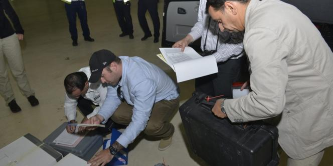 Des échantillons rapportés par des inspecteurs de l'OIAC de retour de Syrie sont examinés.