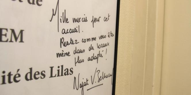 Panneau en souvenir de la visite à la maternité des Lilas des ministres de la santé, Marisol Touraine, et des droits des femmes, Najat Vallaud-Belkacem, en janvier 2013.