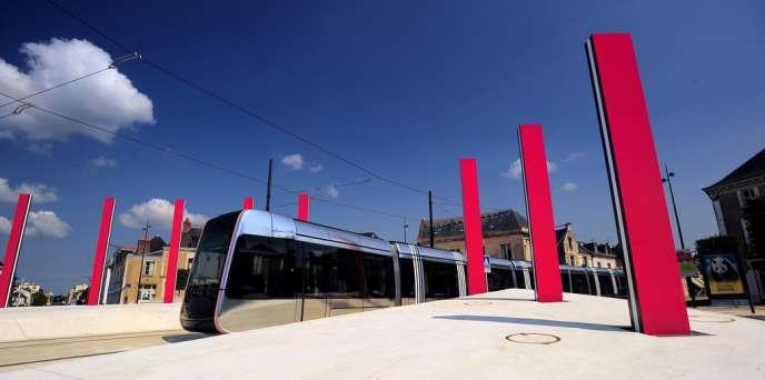Le tramway de Tours a coûté 433 millions d'euros (photo Léonard de Serres).