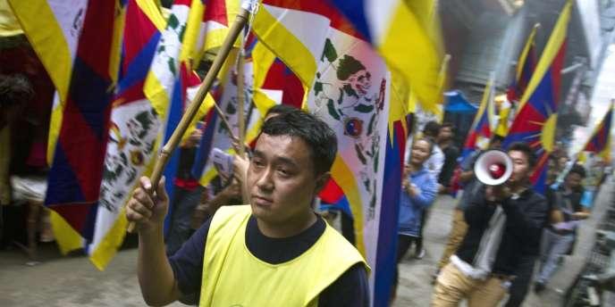 Des Tibétains en exil ont manifesté en Inde le 9 octobre 2013 contre la répression par les forces de sécurité chinoises dans la ville de Biru, dans la région autonome du Tibet.