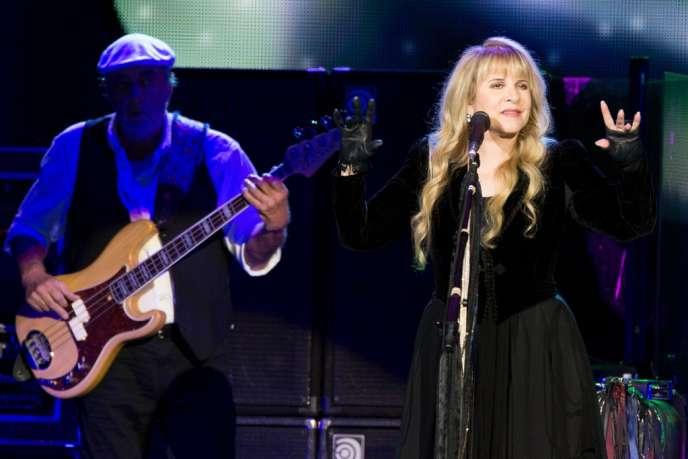 La chanteuse Stevie Nicks lors du concert du groupe Fleetwood Mac au Ziggo Dome Stadium à Amsterdam, le 7 octobre.