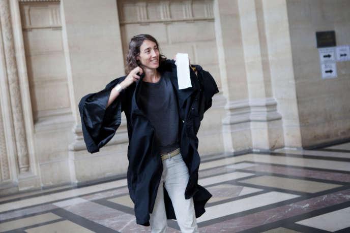 Constance Debré au Palais de justice de Paris, le 27 septembre.