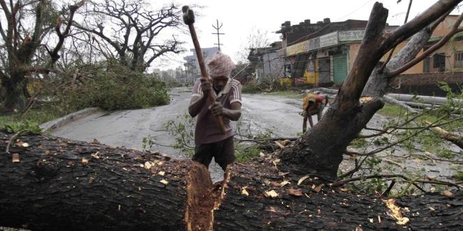 La côte est de l'Inde commence à évaluer les dégâts causés par le passage du cyclone Phailin, le plus puissant en quatorze ans dans le pays.