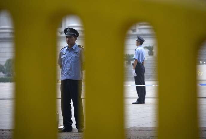 La nouvelle direction communiste chinoise a promis la plus grande fermeté face à la corruption qui ronge l'administration publique du pays et a lancé une campagne qui concerne même les hautes sphères du pouvoir.
