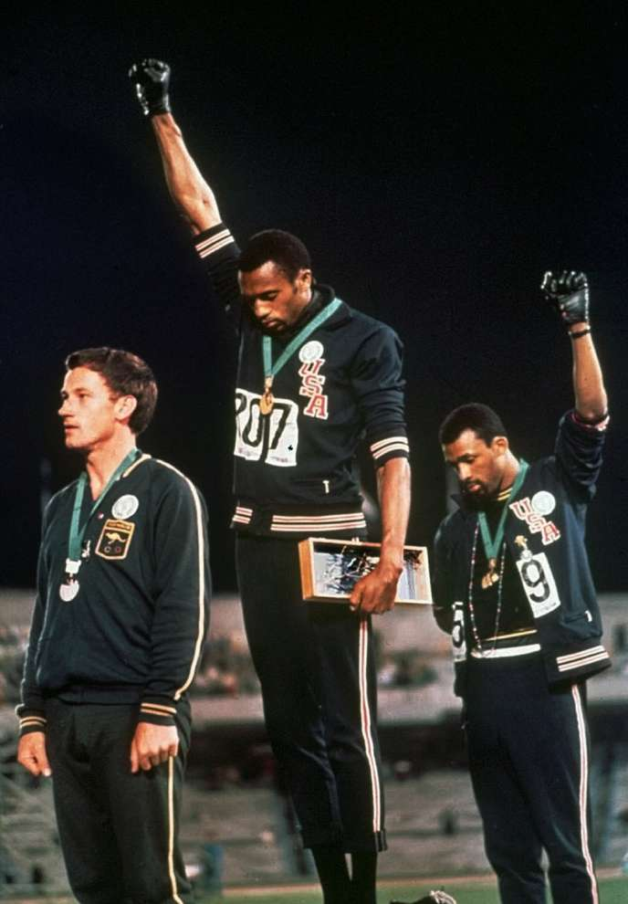 Tommie Smith et John Carlos, poings levés à Mexico, le 16 octobre 1968.
