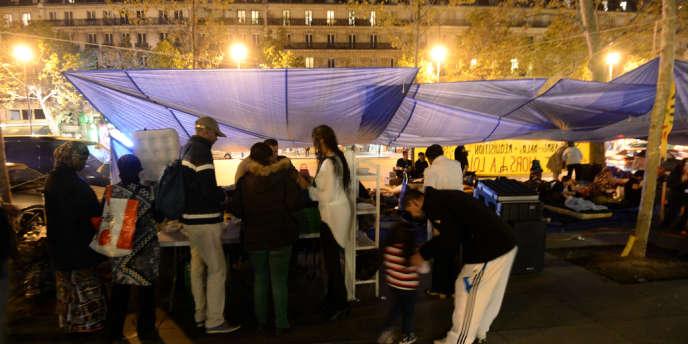 Occupation de la place de la République à Paris par des militants du Droit au logement le 2 octobre 2013.