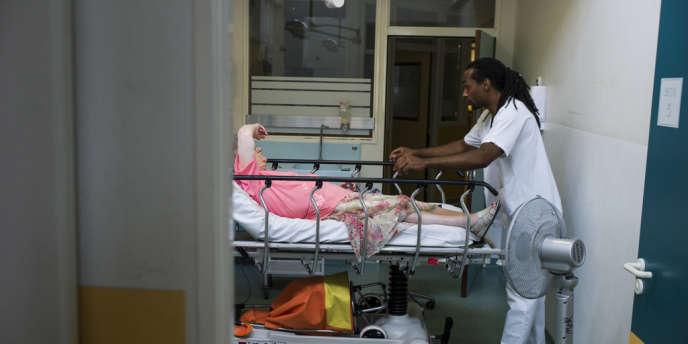 Au service des urgences d'un hôpital à Argenteuil, en juillet 2013.