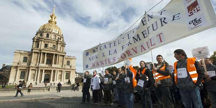 Les salariés du site d'Orvault ont manifesté mardi 15 octobre devant les Invalides contre la fermeture de leur site.