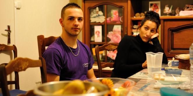 Maurice junior et son amie Julia, dans l'appartement d'Isabelle Maurer à Mulhouse, lundi 14 octobre.