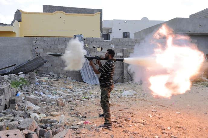Un rebelle libyen durant la bataille pour la prise de Syrte, le 18 octobre 2011.