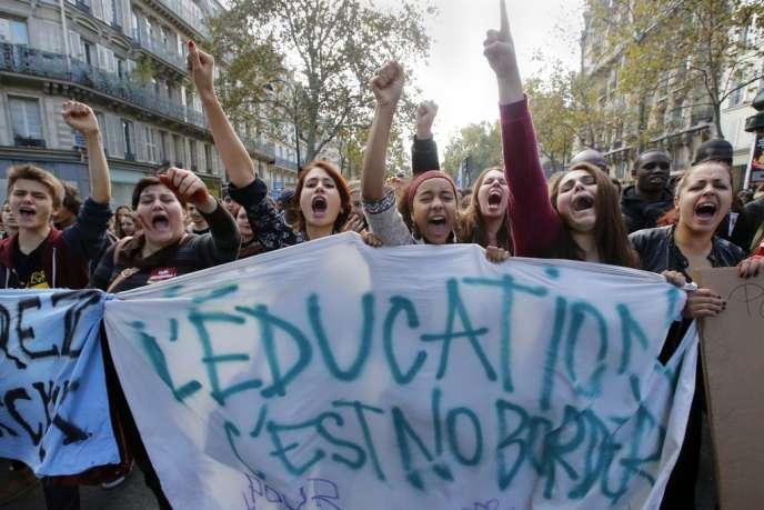 Dans la manifestation des lycéens parisiens, jeudi.