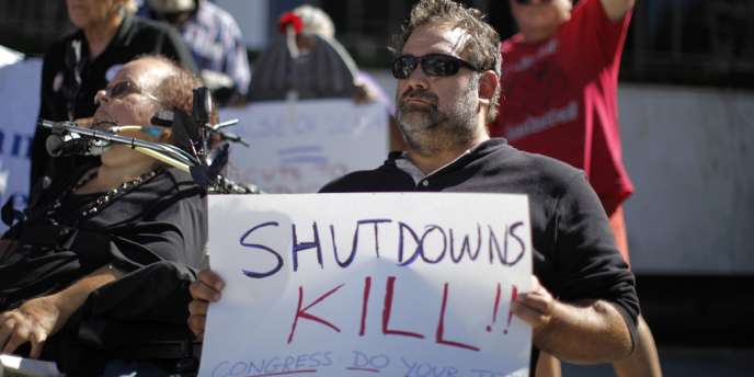 Manifestation contre le shutdown et la menace sur l'Obamacare, le 16 octobre à Los Angeles.