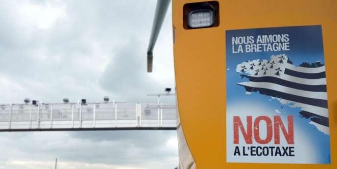 La taxe poids lourds a concentré la colère en Bretagne, une région traumatisée par les plans sociaux dans l'agroalimentaire.