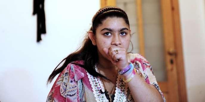 La collégienne Leonarda Dibrani, 15 ans, scolarisée au collège André-Marlraux de Pontarlier (Doubs) pose à Mitrovica (Kosovo), le 16 octobre, où elle a été reconduite le 9 octobre.