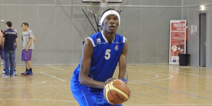 Junior Ndelo Makuda, ici à Puteaux lors de l'entraînement avec l'équipe de France de basket de sport adapté.