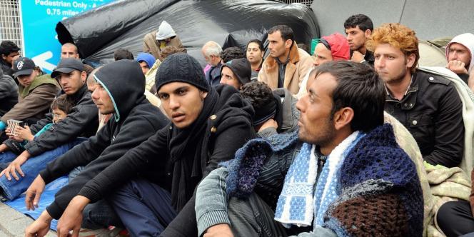 Des réfugiés syriens, le 4 octobre au port de Calais.