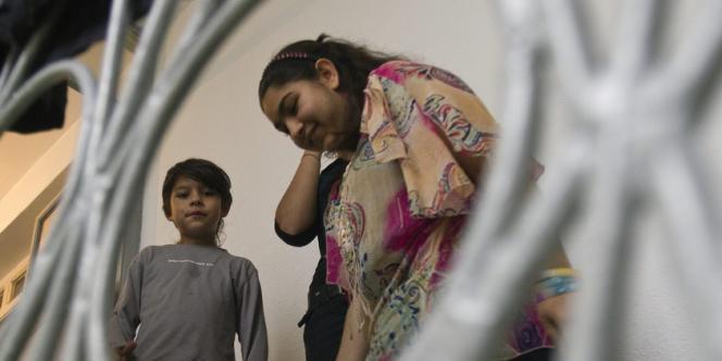 L'enquête administrative sur les conditions de l'expulsion de Leonarda Dibrani conclut que la reconduite à la frontière était conforme au droit mais que les policiers avaient manqué de