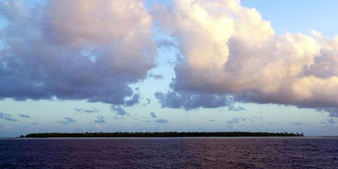 Une île des Kiribati, particulièrement vulnérable à la montée des eaux du fait de sa faible altitude.