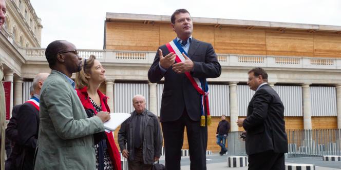 Franck Meyer, un des maires opposés au mariage homosexuel, devant le Conseil constitutionnel à Paris, le 8 octobre.