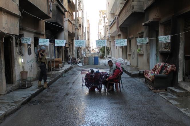 Des rebelles syriens, le 13 octobre à Deir ez-Zor.