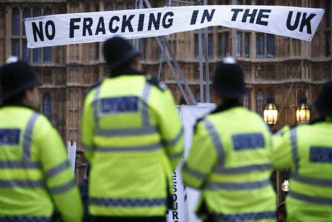 Des manifestations massives contre le gaz de schiste avaient secoué le Royaume-Uni en août.