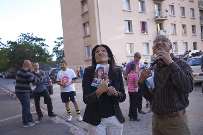 Samia Ghali, candidate à la primaire PS pour la mairie de Marseille, en campagne à la cité Benza, dans la 10e arrondissement, le 16 octobre.