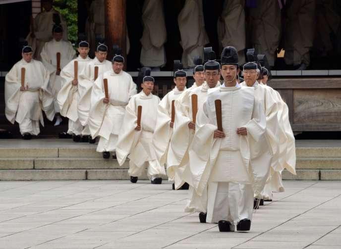 Cérémonie shintoïste lors du festival d'automne du sanctuaire Yasukuni, le 17 octobre à Tokyo.
