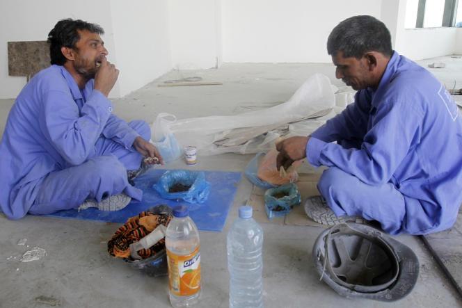 Des travailleurs sur un chantier à Doha, le 18 juin 2012.