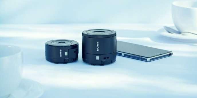 Objectif QX-100 de Sony, présenté lors de l'édition 2013 du salon de l'IFA à Berlin.