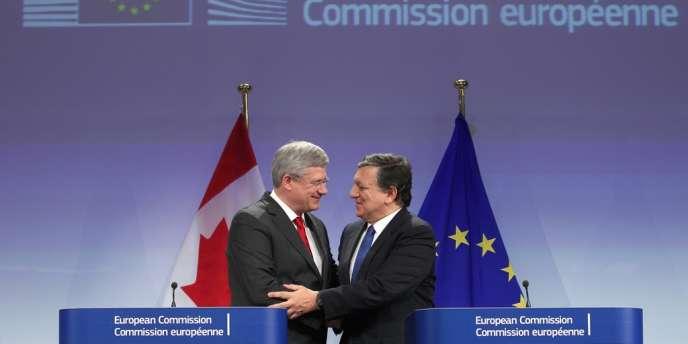 Le compromis a été finalisé à Bruxelles par le premier ministre canadien, Stephen Harper, et le président de la Commission européenne, José Manuel Barroso.