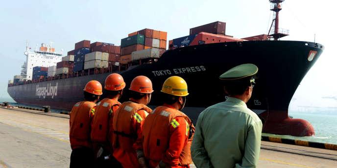 Porte-container dans le port de Qingdao, le 15 octobre en Chine.