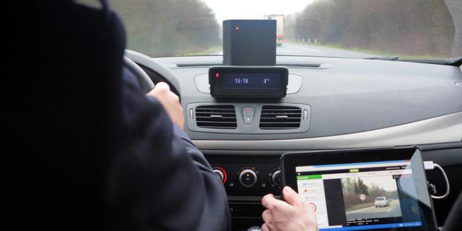 Un radar mobile de nouvelle génération dans une voiture banalisée à Saclay, dans le 91, en février 2013.