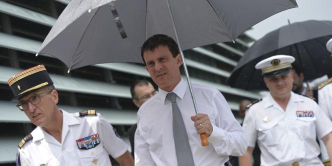 Le ministre de l'intérieur à Fort-de-France, en Martinique, le 17 octobre.