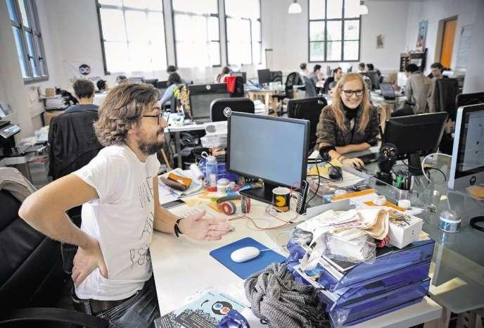 Dans les locaux parisiens de Ulule, Mathieu Maire du Poset, responsable des projets de la structure, qui a financé 3050 projets pour 10 millions d'euros collectés depuis octobre 2010.