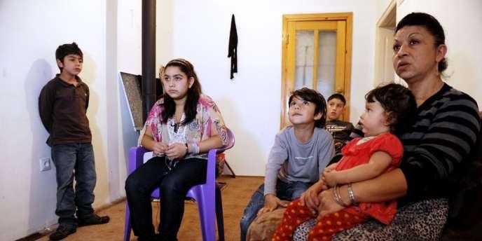 Le 16 octobre, la famille Dibrani reçoit des journalistes dans la maison où elle est hébergée, à Mitrovica, depuis son expulsion de France le 9 octobre.