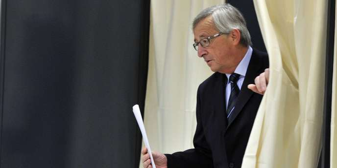 Le premier ministre luxembourgeois votant pour les élections législatives, dimanche 20 octobre.