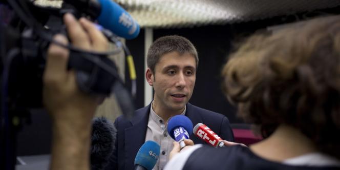 Le secrétaire de la fédération PCF de Paris, Igor Zamichiei, lors d'une conférence de presse le 19 octobre.