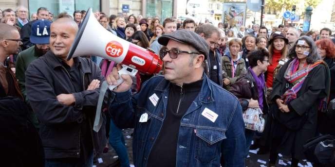 Les salariés de Lagardère Active ont voté la grève générale à partir de lundi 21 octobre pour protester contre l'annonce de la vente de dix titres de presse du groupe.