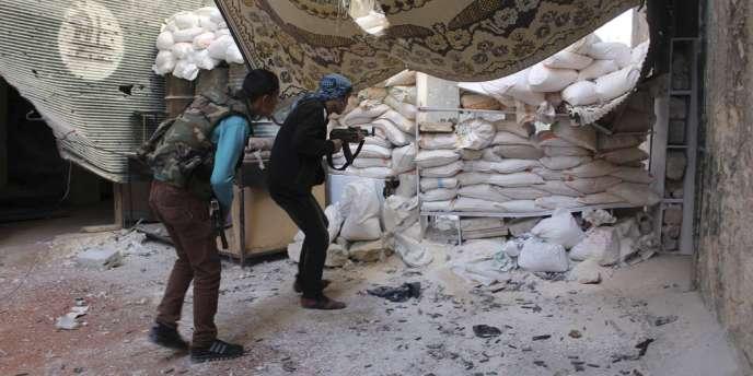 Rebelles syriens à Alep, le 21 octobre.