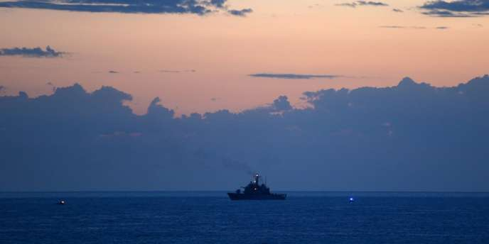 Un bateau à la recherche de naufragés au large de Lampedusa, le 6 octobre.