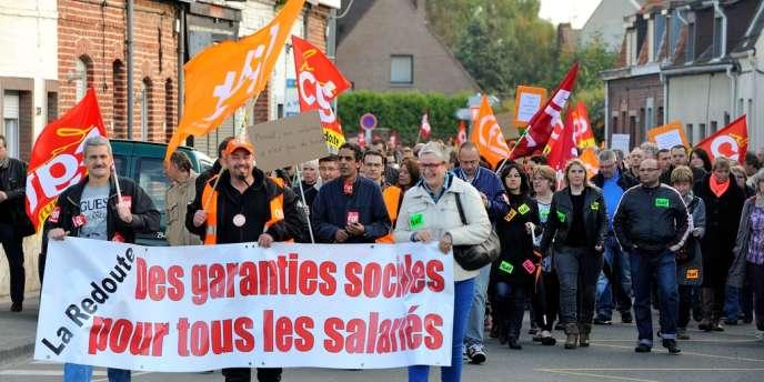 Des salariés de La Redoute lors d'une manifestation à Roubaix (Nord), mardi 22 octobre.