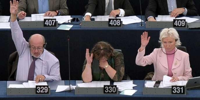 NSA : les eurodéputés préconisent la suspension d'un accord avec Washington sur les données bancaires