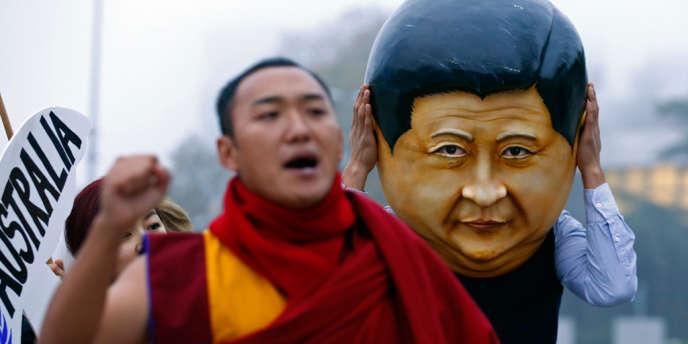 Manifestation contre les violations des droits de l'homme au Tibet, devant l'office des Nations Unis à Genève, le 22 octobre, où se tient actuellement