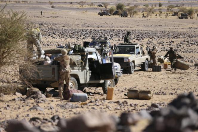 Des troupes tchadiennes aux abords de Tessalit, le 14 mars.