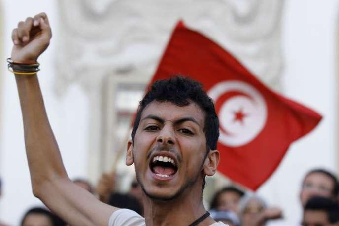 Manifestation à Tunis, le 23 octobre, pour réclamer la démission des islamistes du gouvernement.