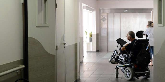 Dans un centre d'accueil pour handicapés à Marseille, en septembre 2012.