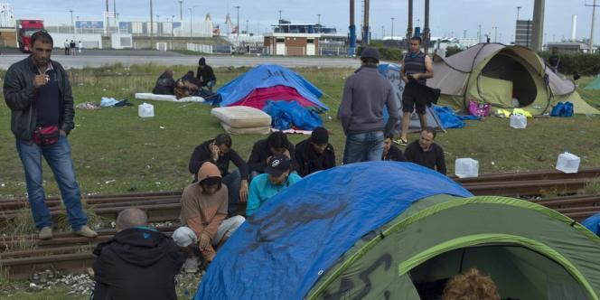 Un nouveau squat a été évacué lundi 21 octobre à Calais, où transitent de nombreux migrants, dont certains venus récemment de Syrie, dans l'espoir de gagner l'Angleterre.
